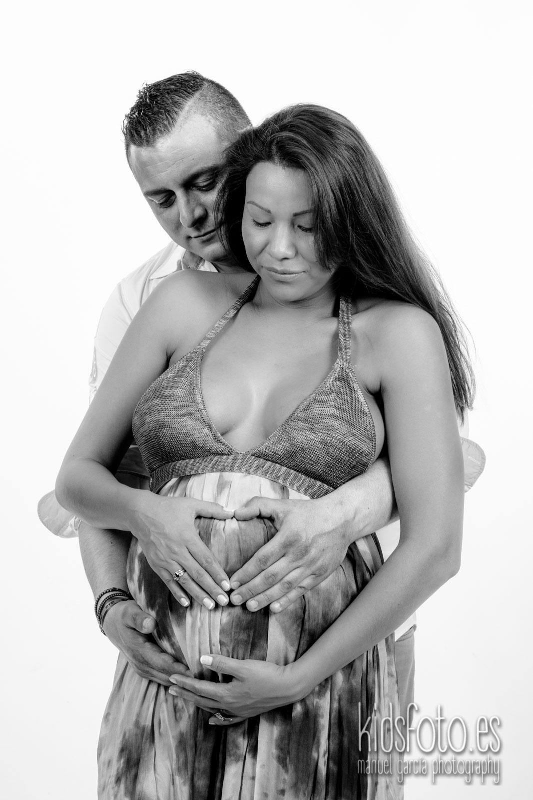 Sesión fotografía premamá embarazo en Zaragoza, Regalo embarazada