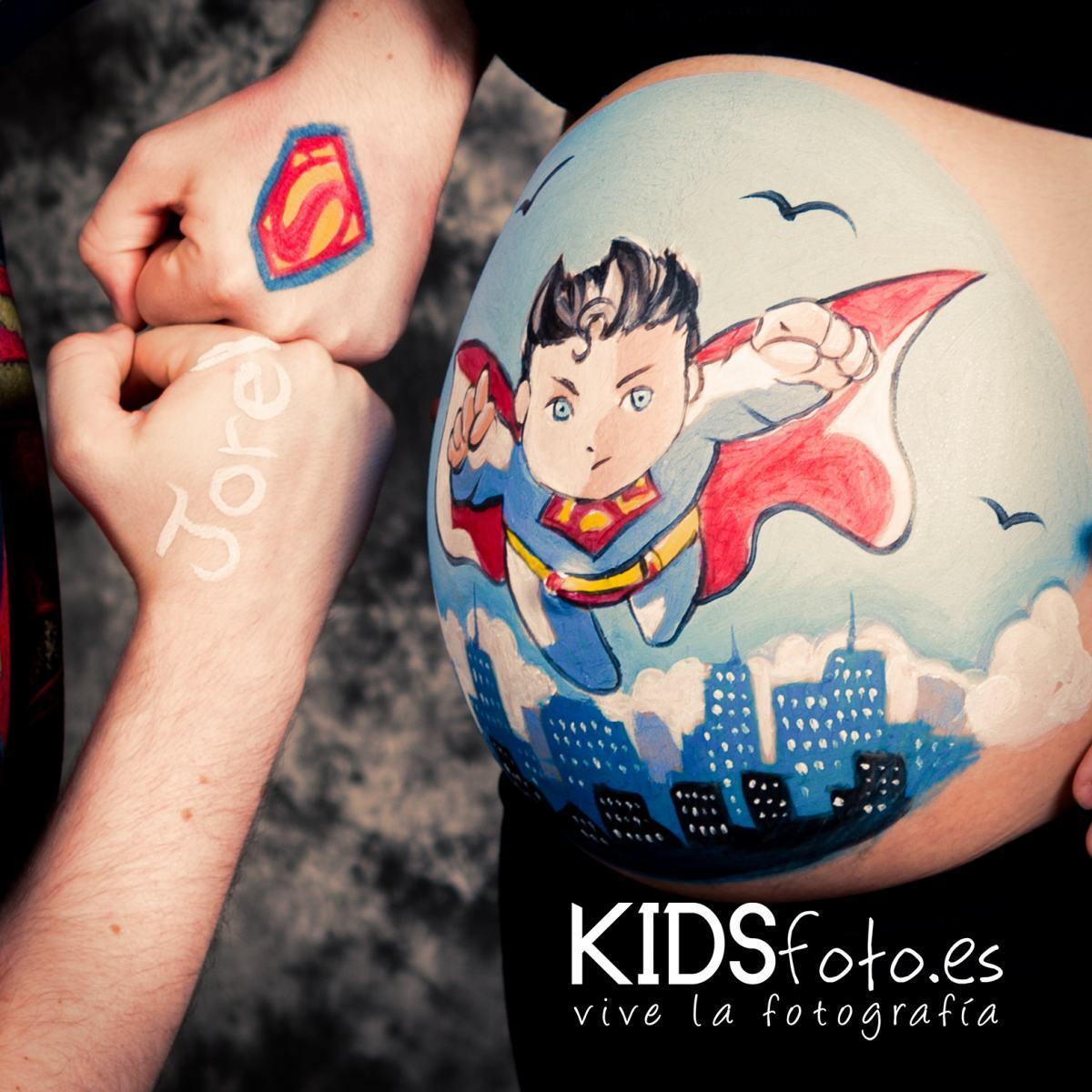Belly painting Superman en Zaragoza, sesión fotografía premamá